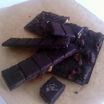 Receita/Recipe: https://arquetipicocozinhainusitada.wordpress.com/2016/03/15/chocolate-caseiro-homemade-chocolate/
