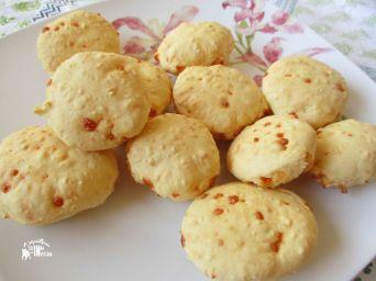 Receita do Pão de Queijo: https://arquetipicocozinhainusitada.wordpress.com/2016/04/12/pao-de-polvilho-doce-tapioca-starch-bread/
