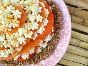 Receita/Recipe: https://arquetipicocozinhainusitada.wordpress.com/2016/12/13/tarte-crua-de-diospiro-raw-persimmon-pie/