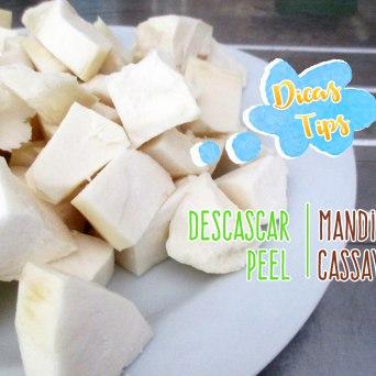 Dicas: https://arquetipicocozinhainusitada.wordpress.com/2017/02/09/dicas-de-como-descascar-mandioca-tips-of-how-to-peel-cassava/