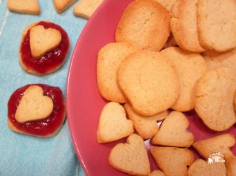 Receita/Recipe: https://arquetipicocozinhainusitada.wordpress.com/2017/03/14/bolachas-areadas-paleo-paleo-shortbread-cookies/