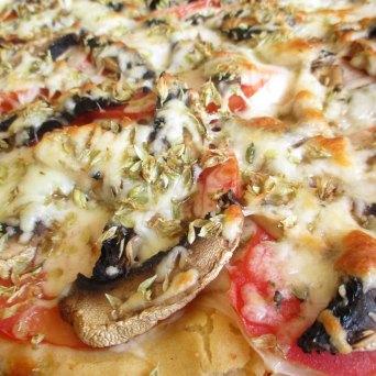 Dica: https://arquetipicocozinhainusitada.wordpress.com/2017/07/17/pizza-sem-molho-e-dica-sobre-cogumelos-sauceless-pizza-and-mushroom-tip/