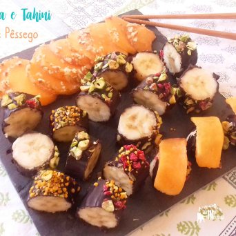 Receita/Recipe: https://arquetipicocozinhainusitada.wordpress.com/2019/08/18/sushi-de-banana-e-tahini-com-sashimi-e-niguiri-de-pessego/